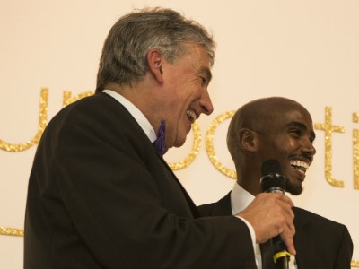 Triathlete Alex Yee receives SportsAid's One-to-Watch Award from Olympic hero Mo Farah CBE
